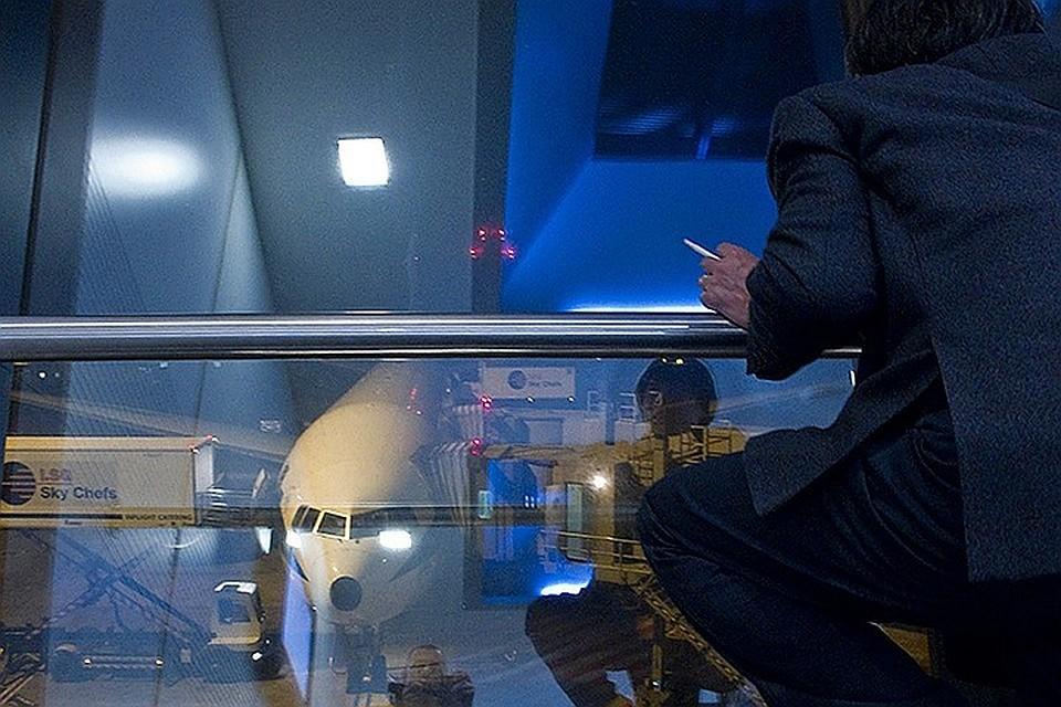 МРОТ на Новый год: Путин повысил минимальный размер оплаты труда и вернул курилки в аэропорты